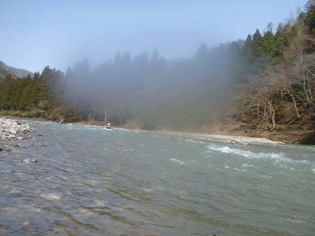 水が冷たいのでカメラが曇った。